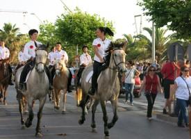 Stasera ad Alghero sfilata di Cavalli & Cavalieri in onore di San Joan