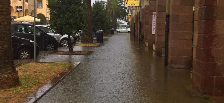 Allagamenti per piogge intense a Fertilia: «dovuti a inefficacia delle opere pubbliche»